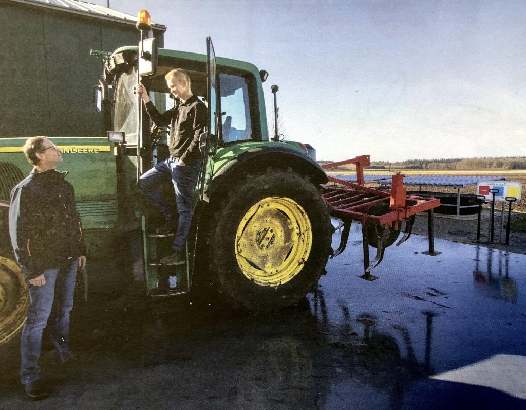 Roelof en Jeroen Kunst gebruiken hun nieuwe emissievrije wasplaats vaak. Foto: Joost de la Court.