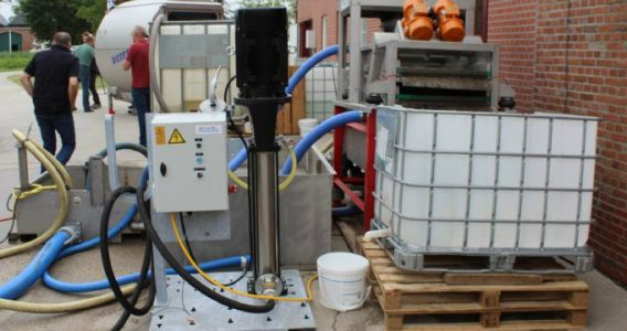 Emissieloze kistenreiniger gebruikt vuil water opnieuw